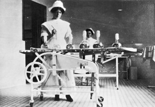 Two nurses in the operating room at the Lady Stanley Institute for Trained Nurses in Ottawa, Ontario / Deux infirmières dans la salle d'opération de l'école d'infirmières de l'institut Lady Stanley, à Ottawa (Ontario)
