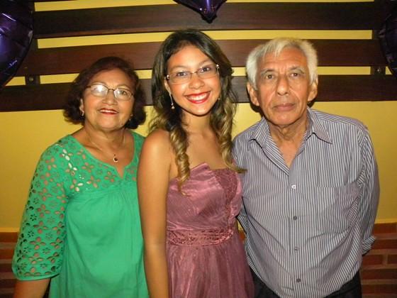 Maria Rita com os avós Zélia e Rosinaldo Santos