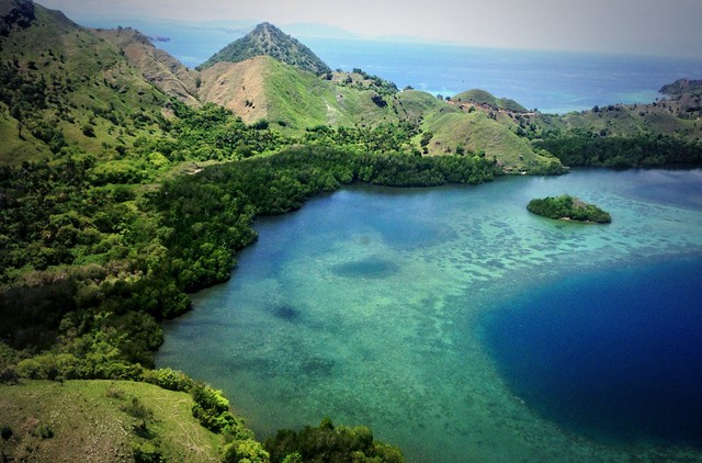 pulau_komodo_island_landscape_travel_sparks-1024x675-1