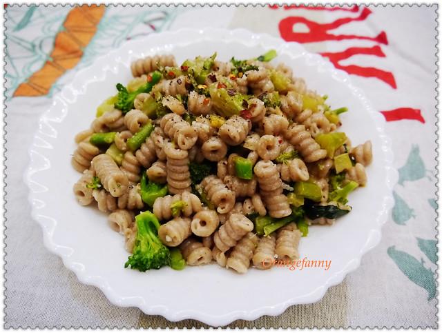 150414 綠花椰菜鯷魚貓耳麵-01