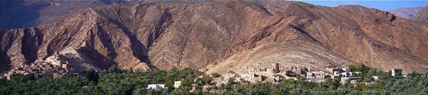 Trekkingreise Oman mit Hajar-Gebirge. Üppig grüne Oasen vor wildem Gebirge. Foto: Alfred Fuchs.
