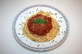 40 - Spaghetti with bacon tomato sauce - Served / Spaghetti mit Speck-Tomatensauce - Serviert