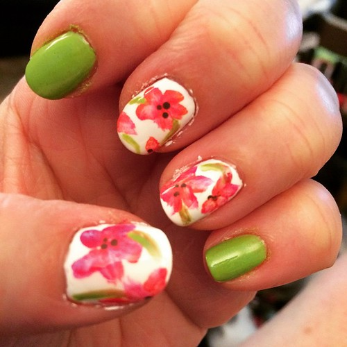 Springtime flowers. 🌸🌺 #nailart #cutepolish