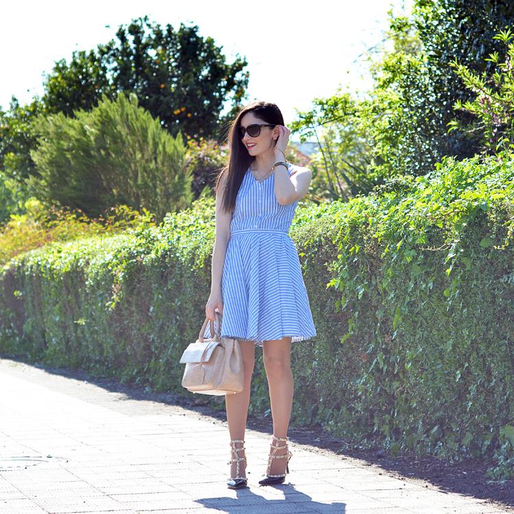 Zara_abaday_como_combinar_ootd_outfit_vestido_rayas_nude_01