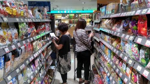 食品管制不全,消費者選購食品只能憑運氣。圖片來源:主婦聯盟基金會