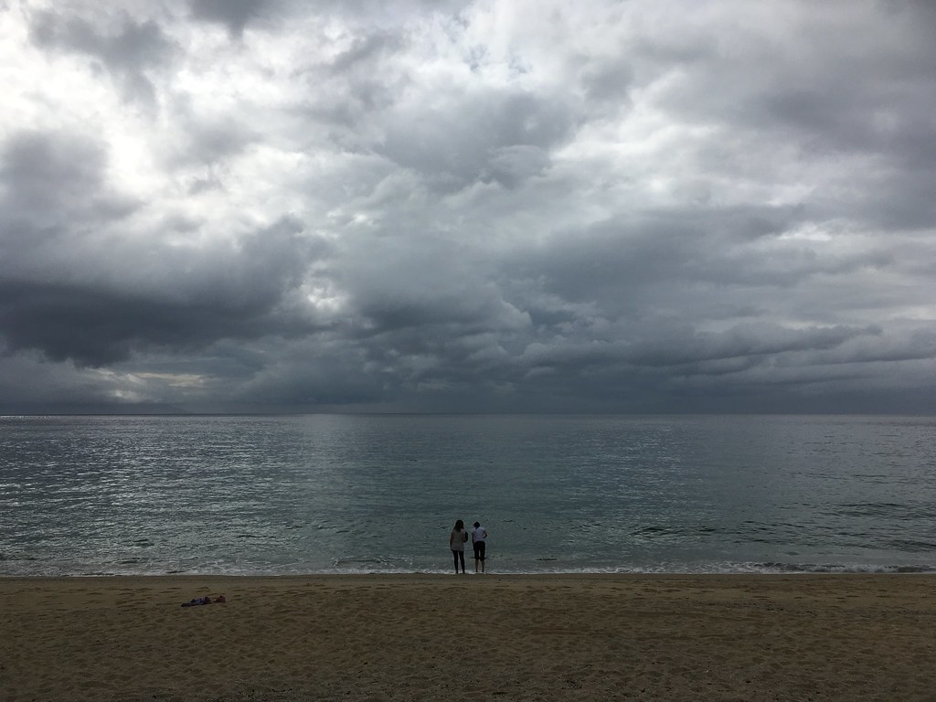 曇り空のいなか浜