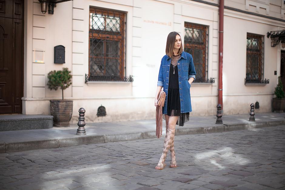 gladiator-sandals-denim-outfit-street-style-blog