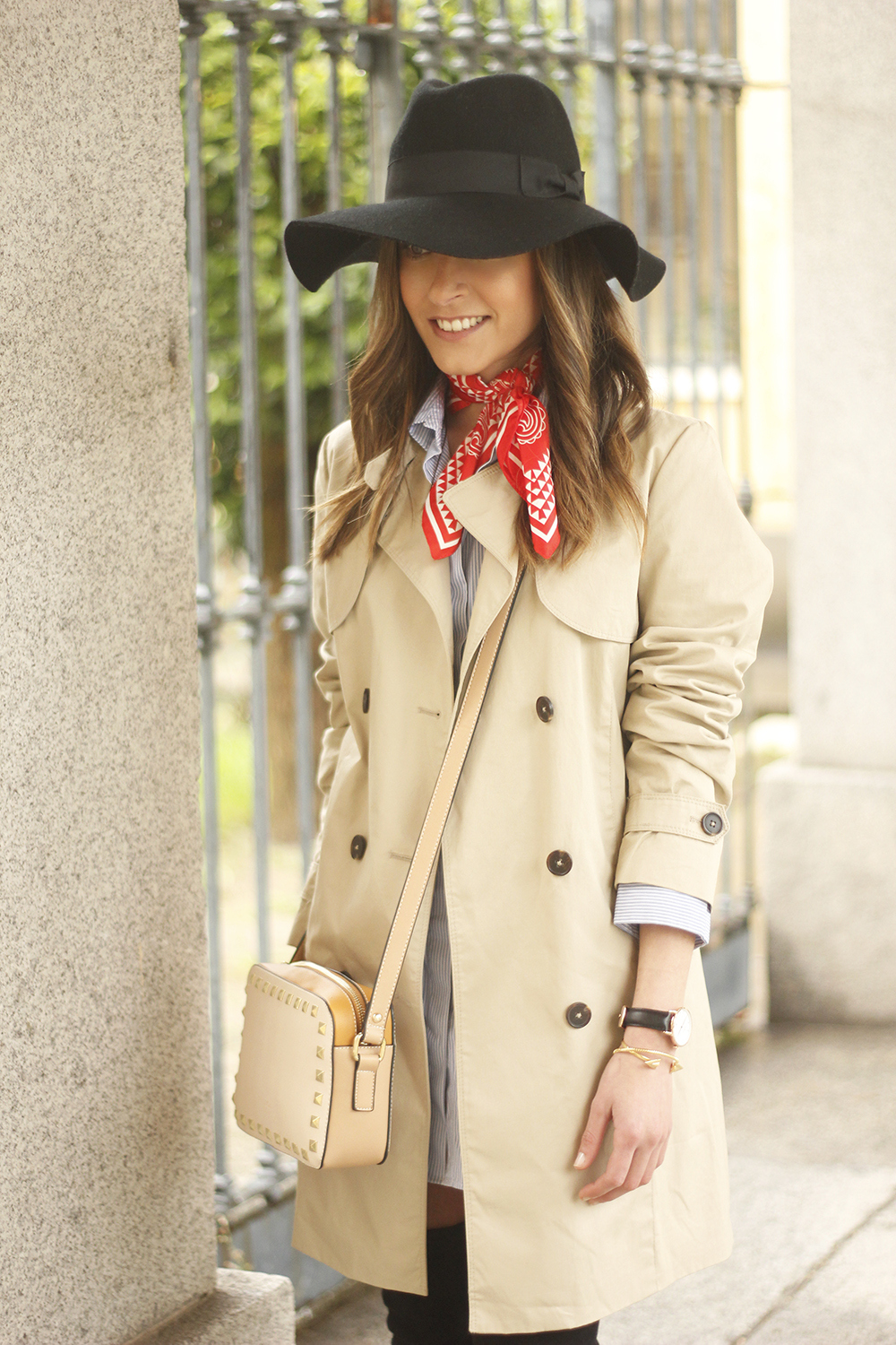 trench dress shirt over the knee boots red bandana hat pepe moll bag07