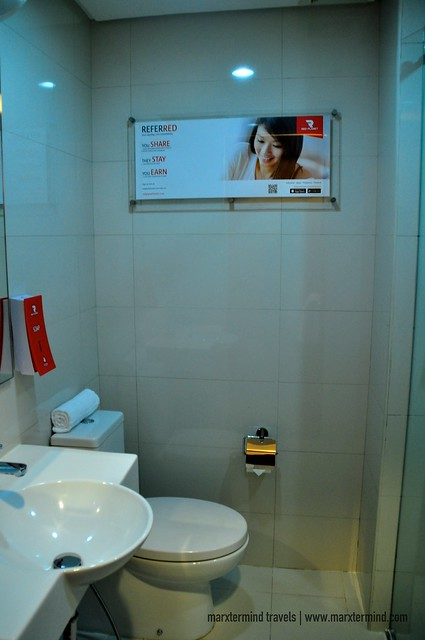 Toilet and Bath at Red Planet Cebu