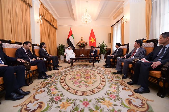 سمو الشيخ عبدالله بن زايد ونائب رئيس الوزراء وزير خارجية فيتنام يبحثان العلاقات الثنائية وسبل تعزيزها