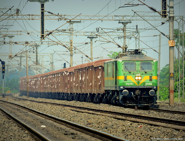 Indian Railways : 6350 HP beast WAG 9 thundering through rural Bengal with loaded freight !