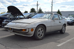 porsche 928(0.0), race car(1.0), automobile(1.0), automotive exterior(1.0), vehicle(1.0), performance car(1.0), porsche 944(1.0), porsche(1.0), land vehicle(1.0), sports car(1.0),