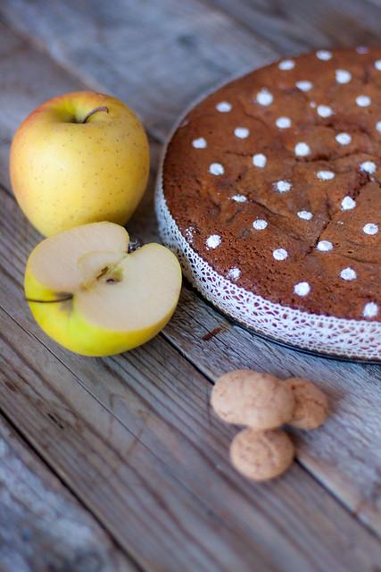 torta di mele amaretti e cioccolato