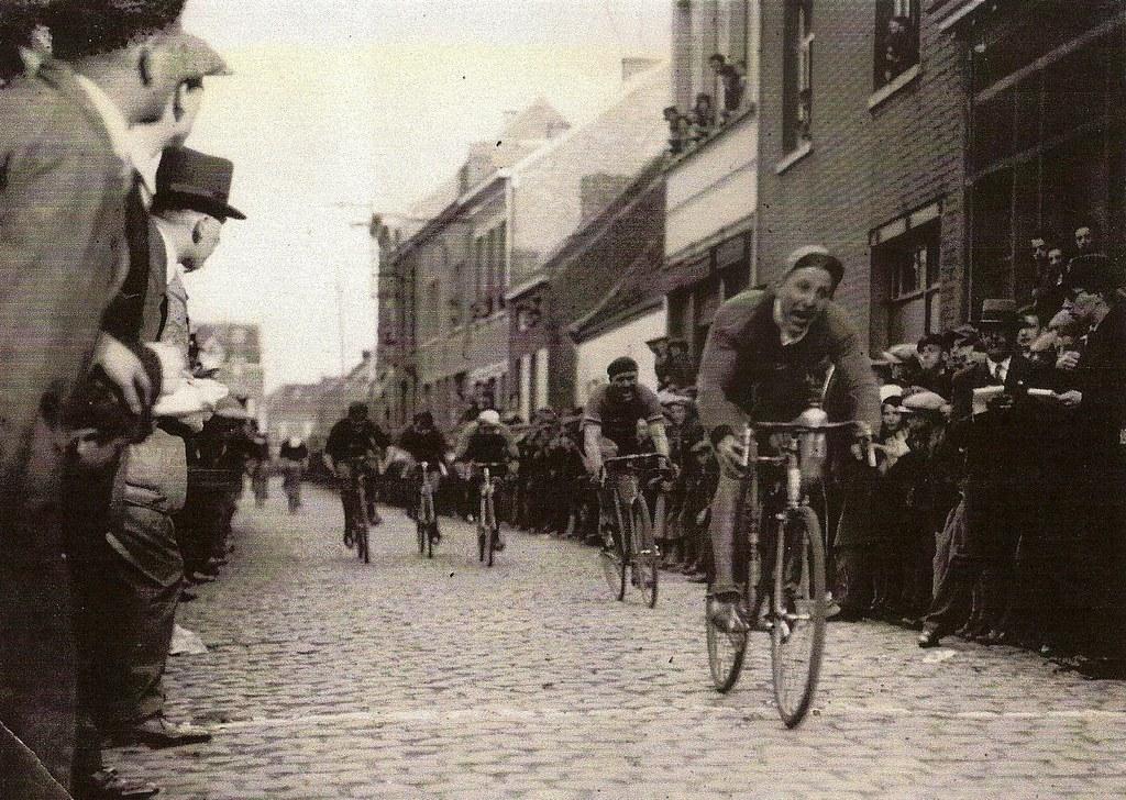 Jean-Pierre envoyer une photo de oncle Auguste Toubeau lors d'une victoire dans une course en Flandre (je ne connais pas la date)