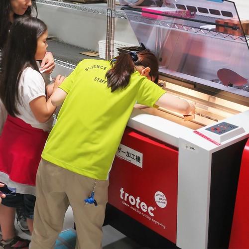 トロテック社のレーザー加工機で、出力中。 #科学技術館