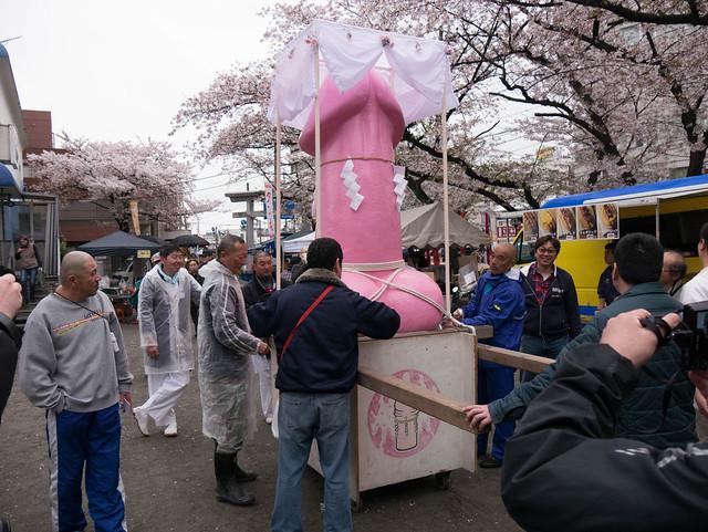 かなまら祭り/Kanamara Matsuri: preparations