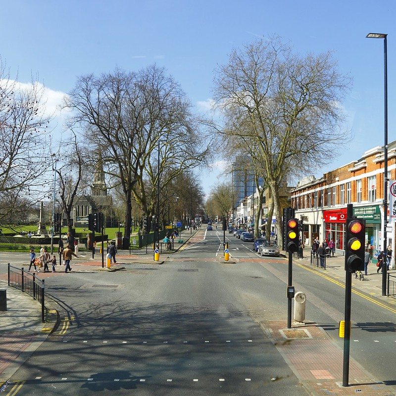 _C0A7487RE Chiswick High Road, Jon Perry - Enlightenshade, 6-4-15 zak