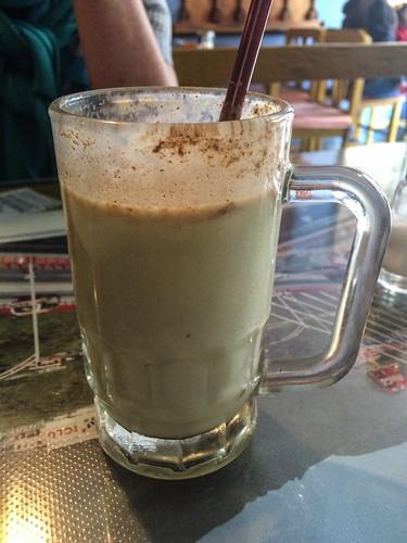 Cuenca: batido (milkshake) à l'avocat dans le restaurant colombien