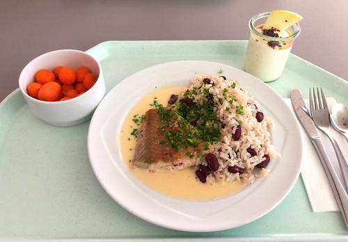 Poached coalfish with white wine sauce & bean rice / Gedünsteter Seelachs mit Weißweinsauce & Bohnenreis