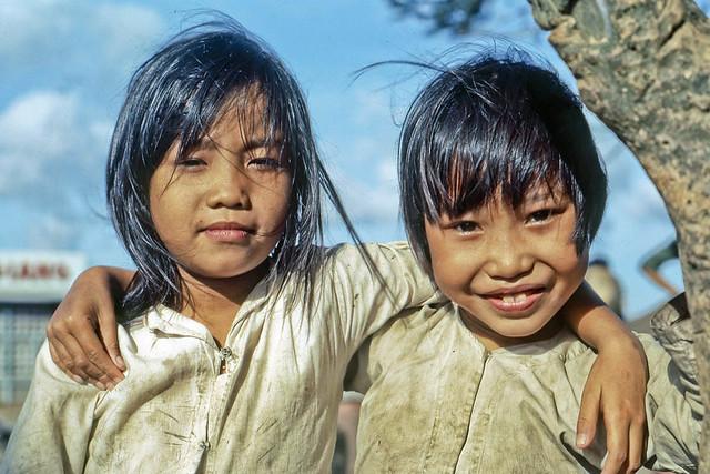 Kids by the riverfront in My Tho, 1969. Hai bé gái nơi bờ sông tại Mỹ Tho