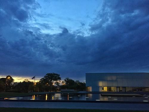 city museum sunrise spring kansascity kansas nelsonatkins iphone blockbuilding kansascitysunrise kevinvanemburghphotography skiesopeningup nelsonatkinssunrise
