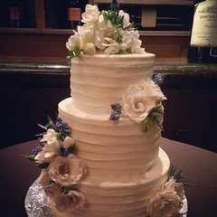 Happy Wedding Day Courtney and Mark!  Beautiful and quaint reception space at Perry's Steakhouse in Uptown. #happilyeverafter #dfwbakery #dallasbakery #dallaswedding #dfwwedding #customcake #custombakery #dallasweddingbskery