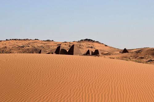 africa sahara cemetery landscape sand outdoor dunes sudan ngc pyramids tombs meroe burialsite meroitic begrawiya platinumheartaward begarawiyah