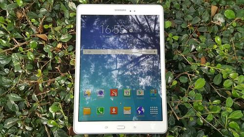 """ด้านหน้าของ Samsung Galaxy Tab A 9.7"""" with S Pen"""