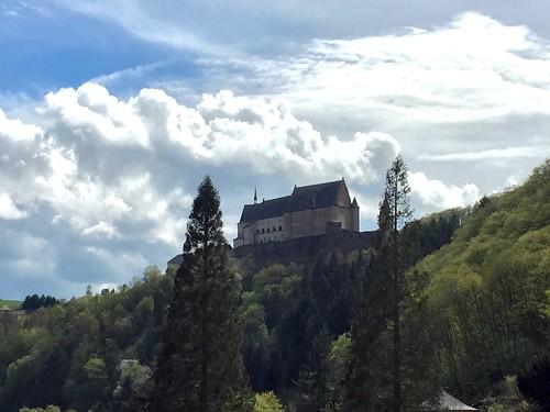 sky castle clouds europa europe cloudy himmel wolken eifel architektur luxemburg burg vianden naturpark bewölkt kantonvianden appleiphone6 latarios
