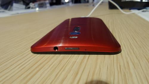 ASUS Zenfone 2 ด้านบน