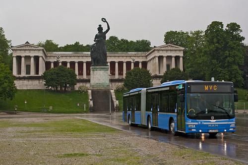 Bus 5568 verlässt als vorletzter die Theresienwiese