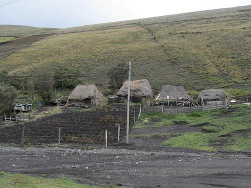 Descente du volcan Chimborazo à vélo: des maisons traditionnelles
