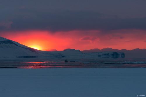 sunset sea sun mer snow ice norway montagne landscape soleil norge nikon europa europe svalbard relief fjord neige nikkor 70300mm paysage mont fiord spitsbergen glace nationalgeographic couchédesoleil norvège d600 spitzberg nikond600 tempelfjorden nikonpassion nikkor7003000mmf4556