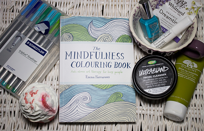 De Stress Routine: Lush Ultrabland, Origins Drink Up Intensive Mask, Bomb Cosmetics Ginger Blaster Candy Cane Cocoa Swirl, The Mindfulness Colouring Book, Staedtler Triplus Fineliners, Whittards Dreamtime Tea and This Works Sleep Plus Pillow Spray