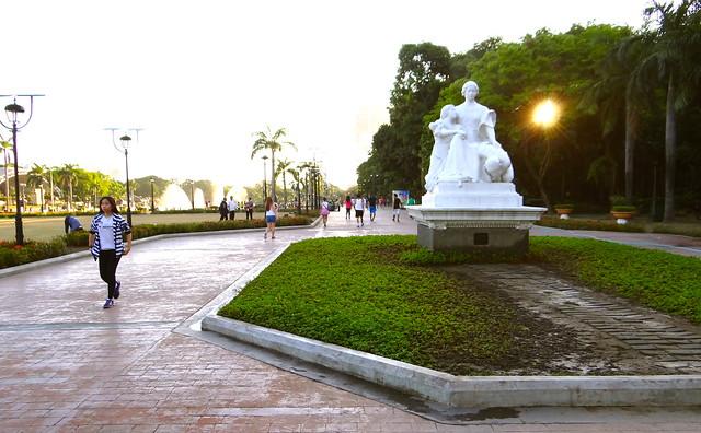 Rizal Park on a Monday morning