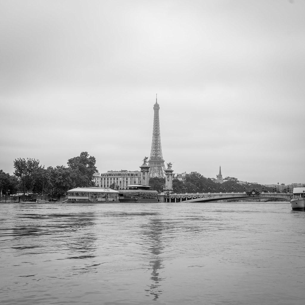 Sous Le Pont D Alma Coule La Seine During Paris Flooding