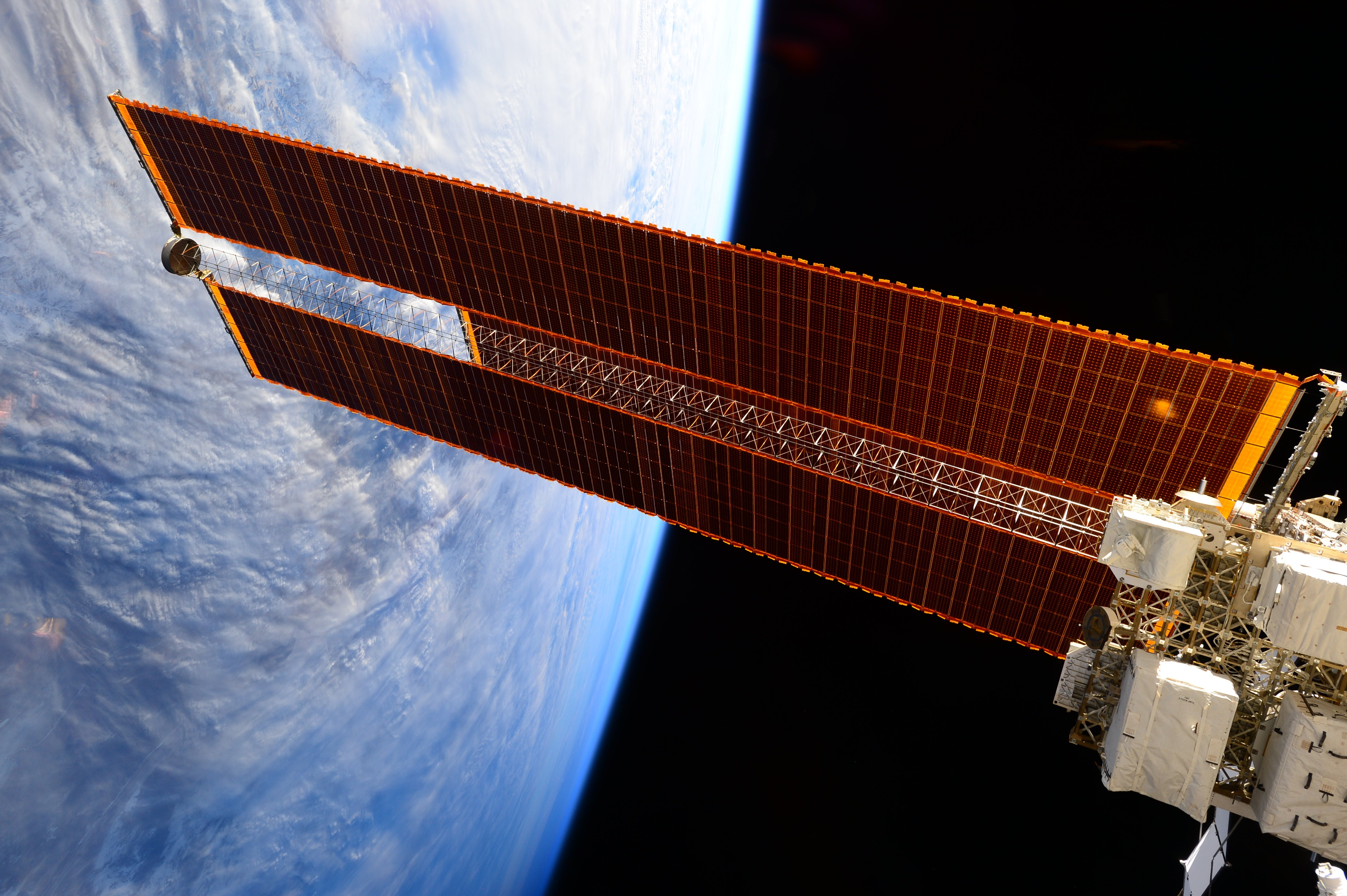 Solar arrays on the international space station charly w for Solar panels for 2500 sq ft home