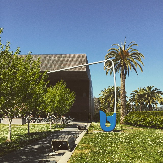 For wardrobe malfunctions, the de Young has a spare safety pin, FYI.👌 Finally saw the second of two of Claes Oldenburg's sculptures on display here in San Francisco! #deYoungmuseum #museums #sculptures #wanderentes #sanfrancisco #travelingjourno #