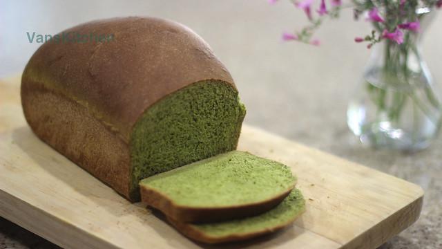 Spinach bread (Bánh mì rau bó xôi)