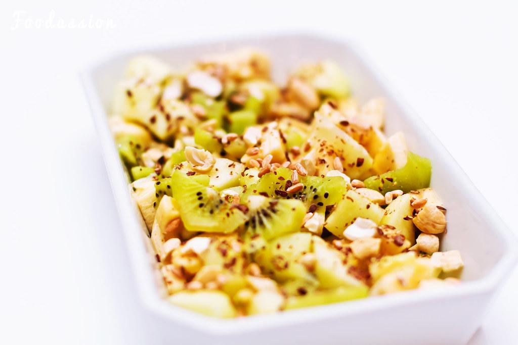 Hunajainen hedelmä-siemensalaatti