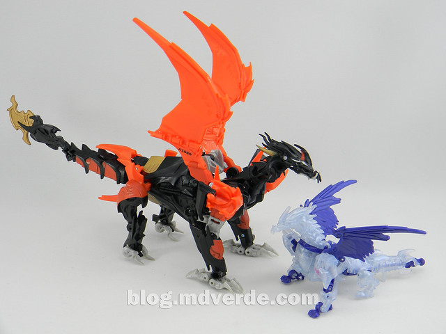 Transformers Predaking Commander - Generations SDCC Exclusive (Shockwave's Lab) - modo alterno vs Voyager