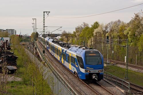 ET352 und zwei Dreiteiler als BOB-Ersatzzug vom Münchner Ostbahnhof