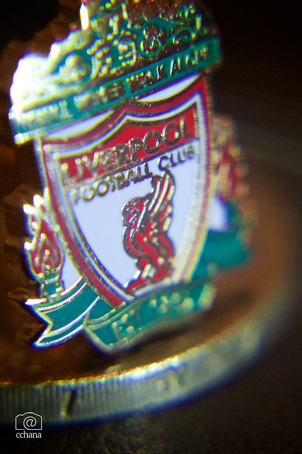Macro Monday : My Liverpool cufflinks are smaller than a coin