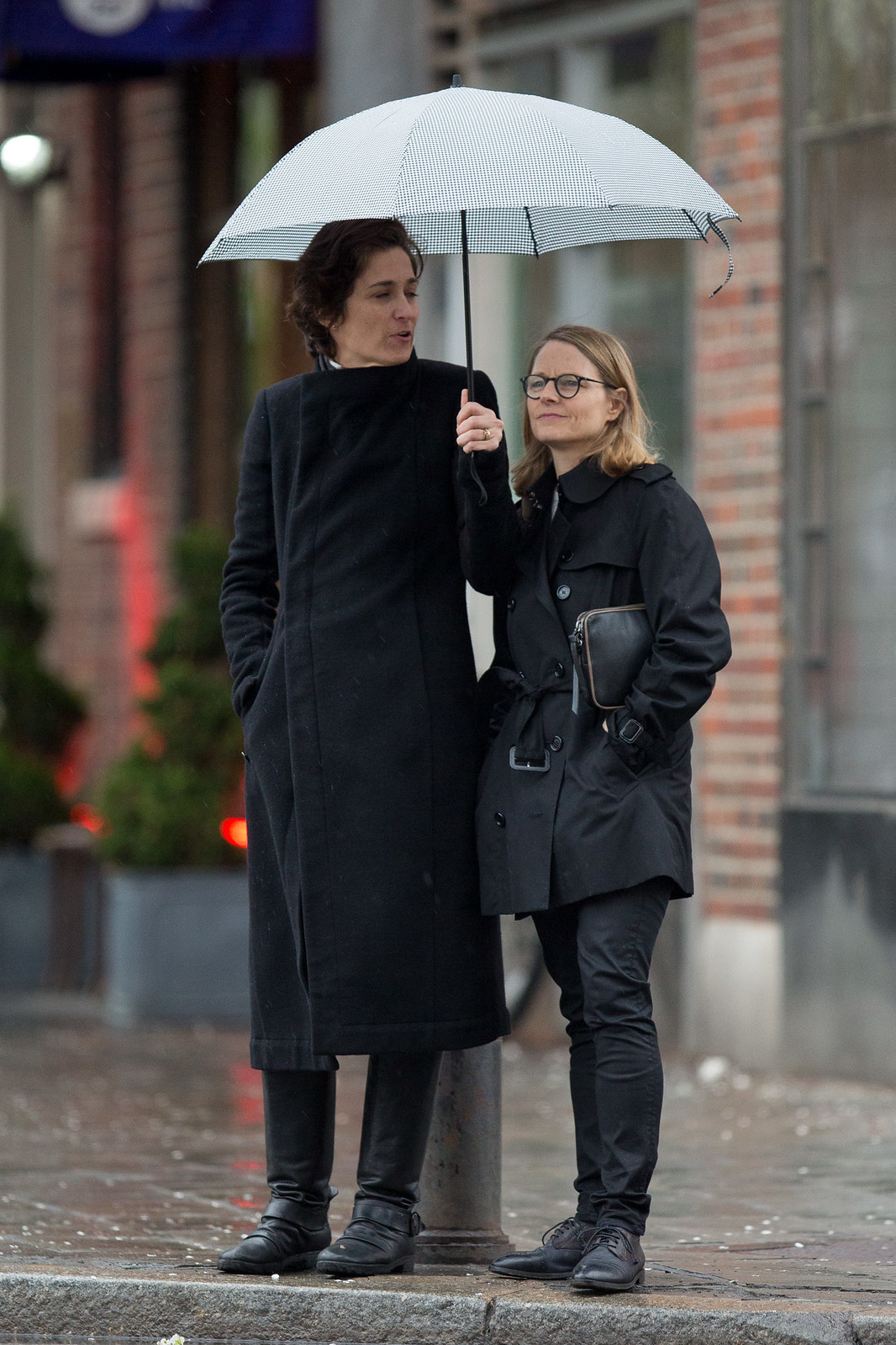 Jodie Foster and wife Alexandra Hedison out in NYC 4/23/15 ...