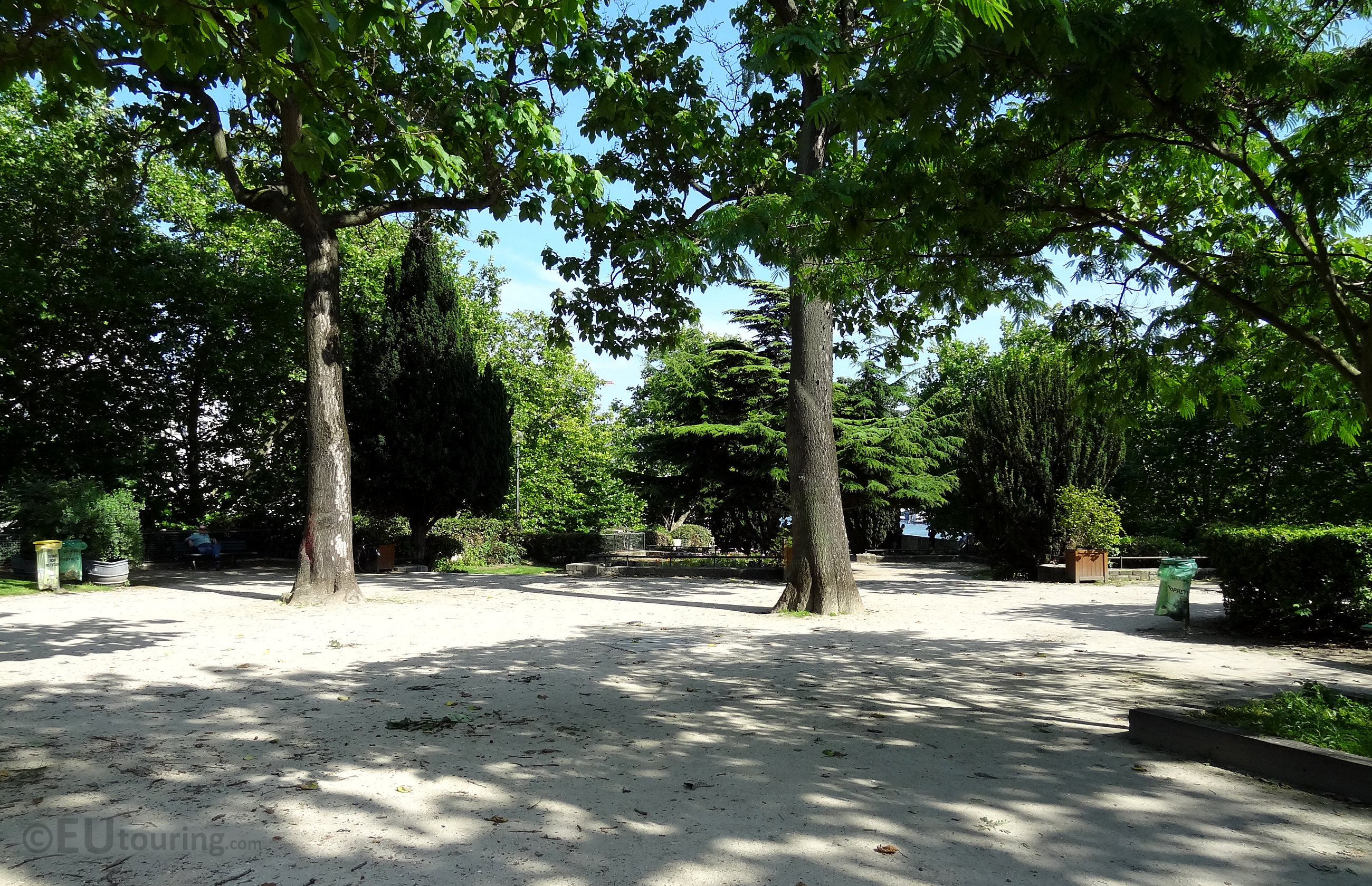 Quiet open areas of Square Barye
