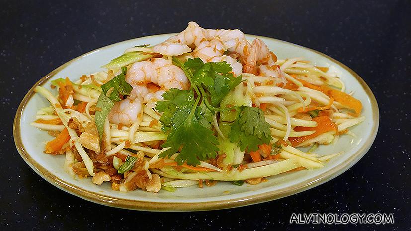 Green mango salad with shrimps - S$7.90