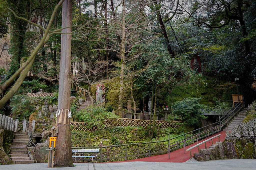 森の中の仏像