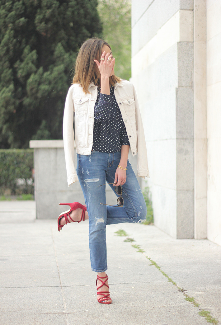 polka dots shirt jeans red sandals zara11