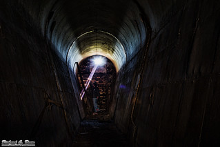 Cool and creepy tunnel shoot - light ray and curved walls