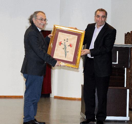 """Rektör Tarhan'dan Lise öğrencilerine """"Sağlam Kişilik Yapısı Geliştirme"""" konferansı"""
